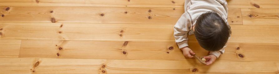 無垢床と子供のイメージ写真